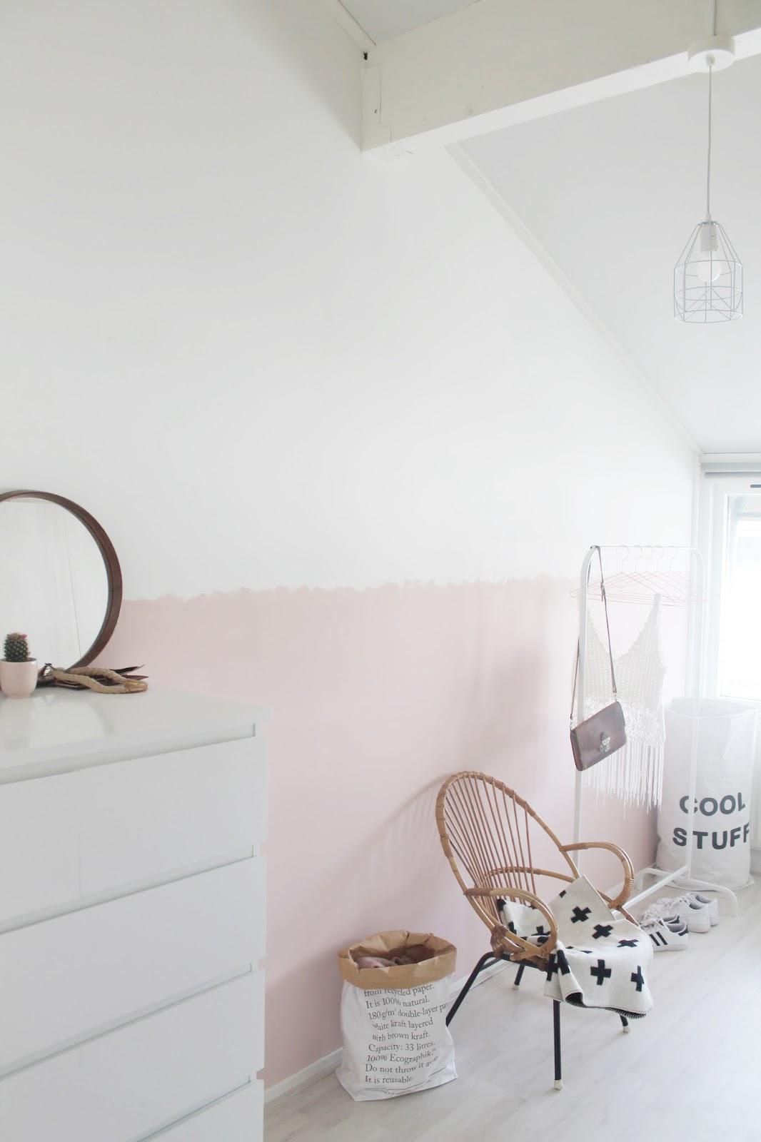 Missjettle roze nonchalante lambrisering - Witte muur kamer ...