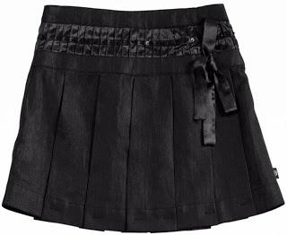 Foto de falda corta tableada con lazo
