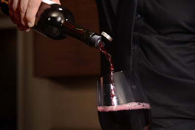 Corkcicle One, cool room temperature Red Wine in 15 minutes, Pourer, Aerator, Wine Chiller