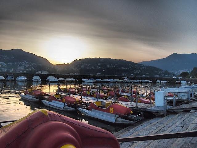 Pedalinhos nas margens do Lago Como