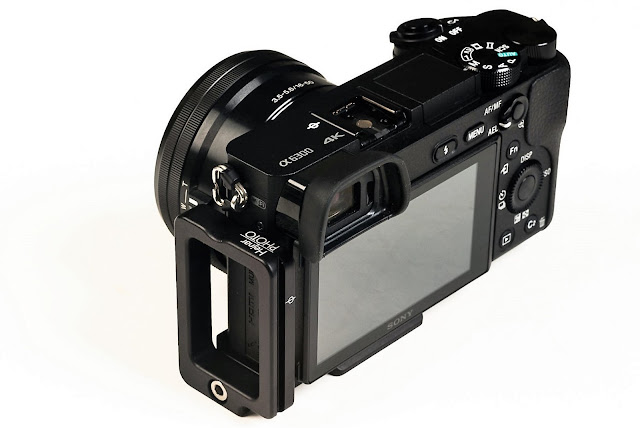SONY a6300 ILC with Hejnar Photo SA6300 L bracket rear view