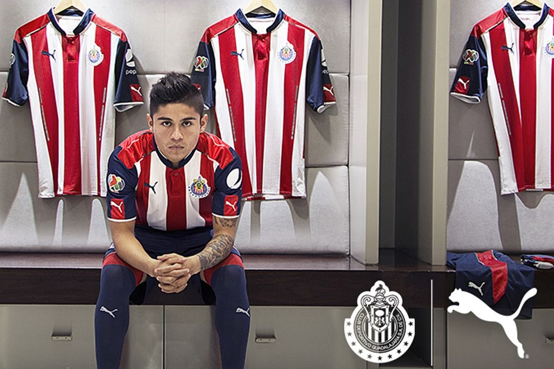 Chofis López en el promocional de la nueva vestimenta del equipo.