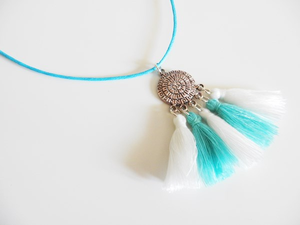 DIY : Collier pompons