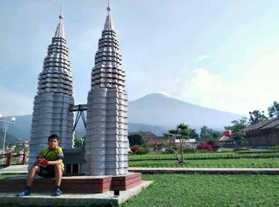 Taman Miniatur Dunia (Small World) Desa Ketenger Baturaden