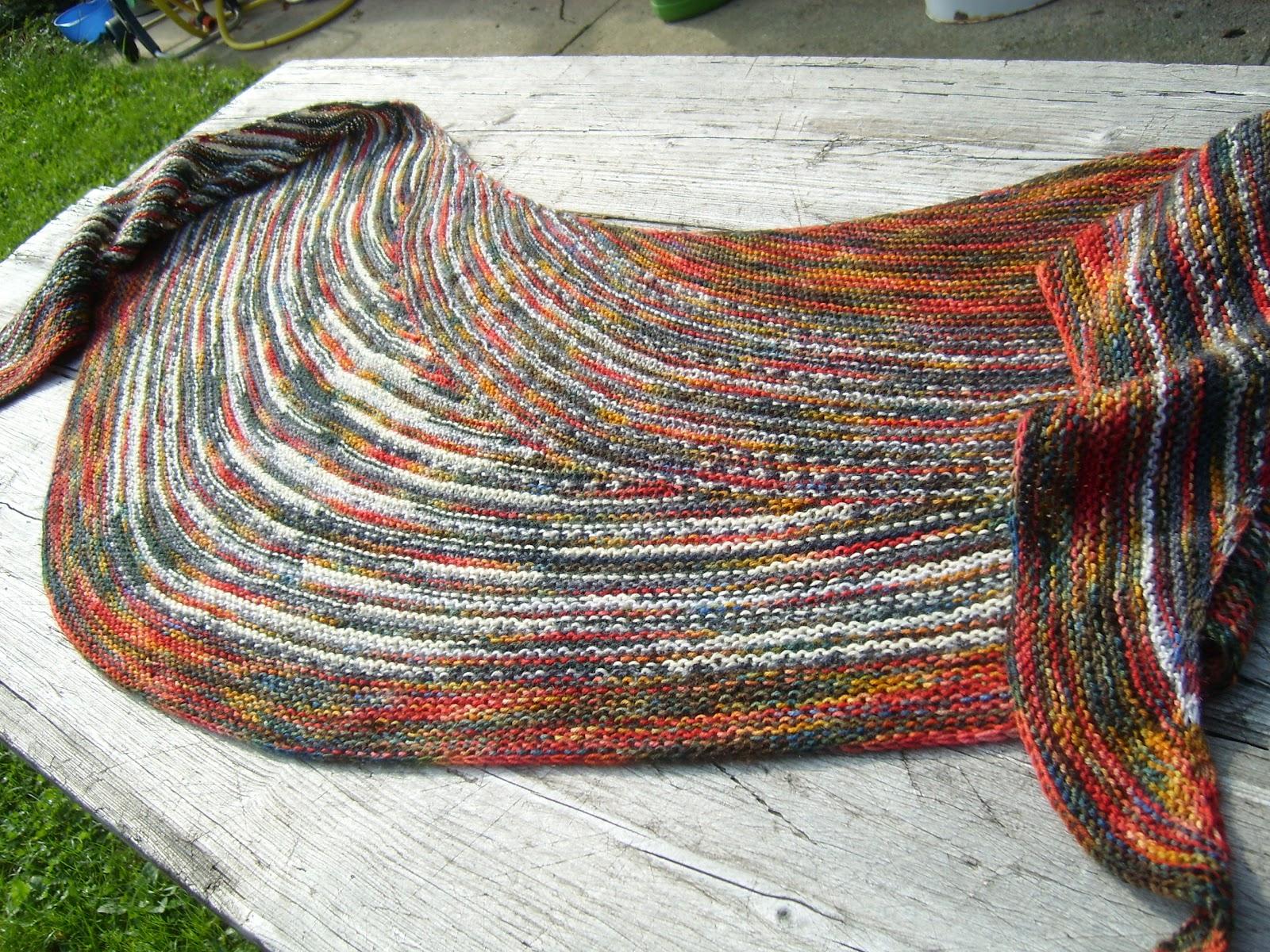Bockfilz: Happy knitting: Finished short row shawl