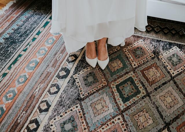 Przedślubne przygotowania Panny Młodej i cudowny boho dywan.  Moose Wedding Fotografia