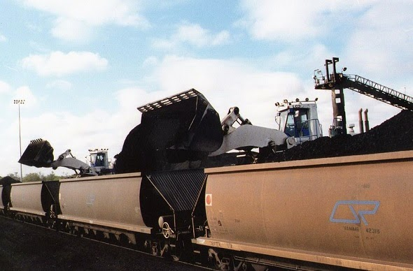 Fuelling the controversy: coal being loaded onto a train in Queensland, Australia (Credit: Ellis678 via Wikimedia Common) Click to enlarge.
