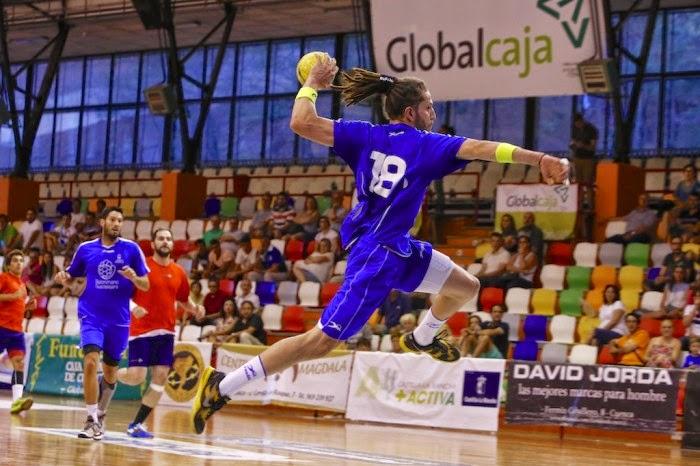 Flavio Chiufa, jugando para el Guadalajara español | Mundo Handball