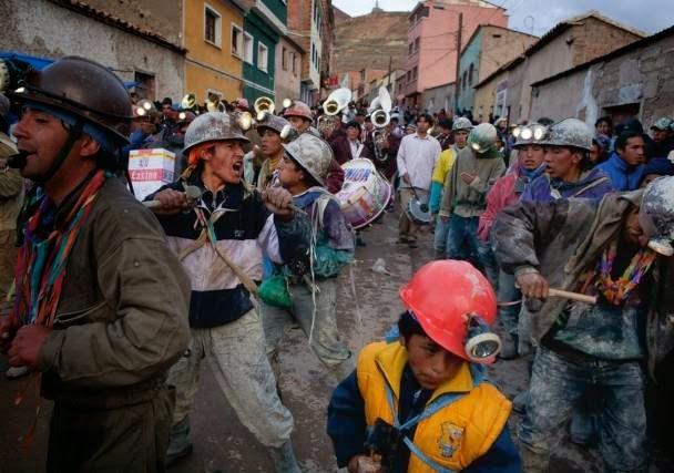 trabajadores-descansan-para-ir-al-carnaval-cochabandido-blog