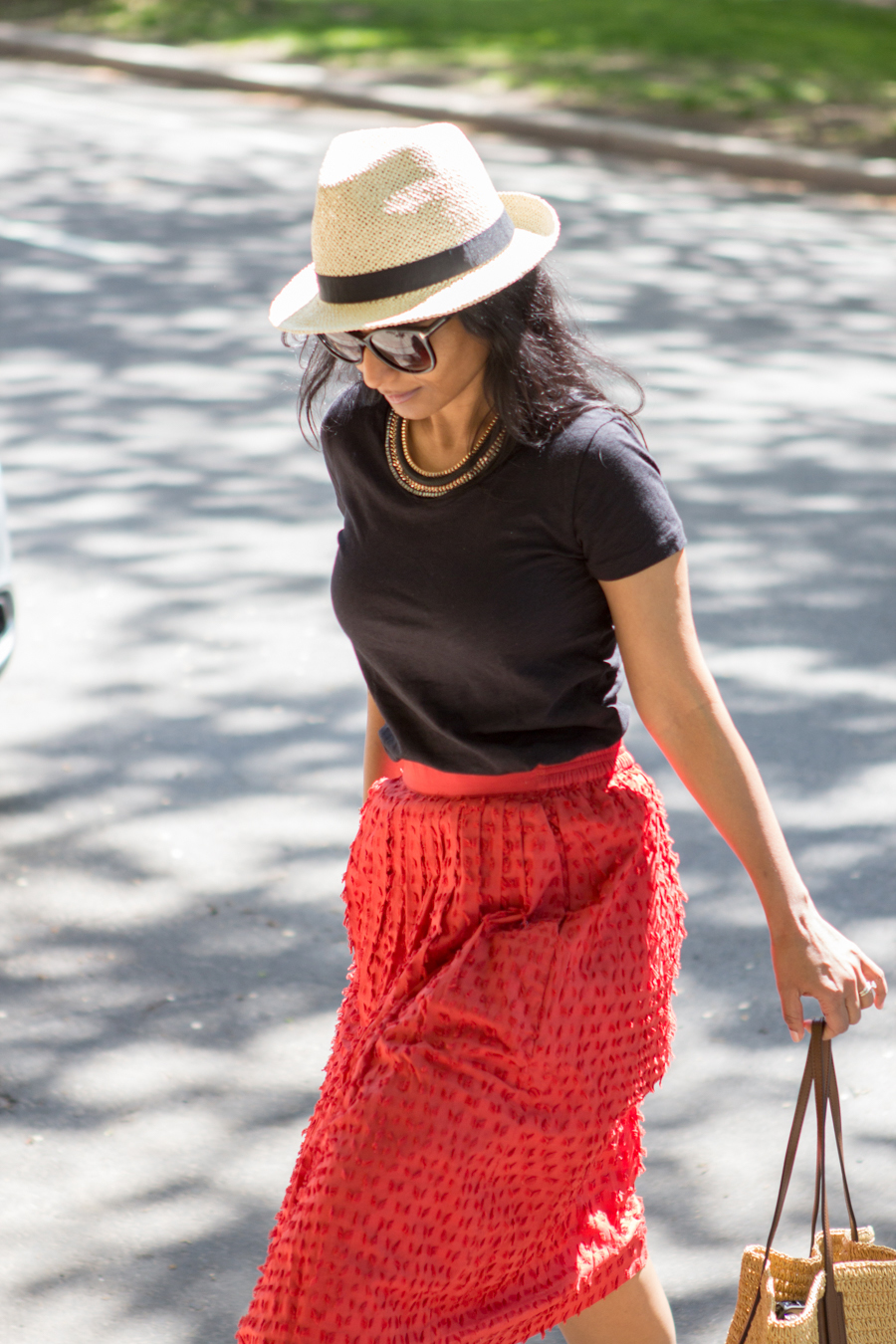 A simple way to style a midiskirt