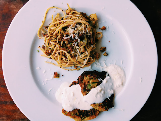 Spaghetti panzanella i cukiniowe placuszki