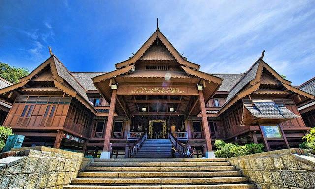 Megahnya Istana Sultan Melaka (Sumber: Wikimedia Commons)
