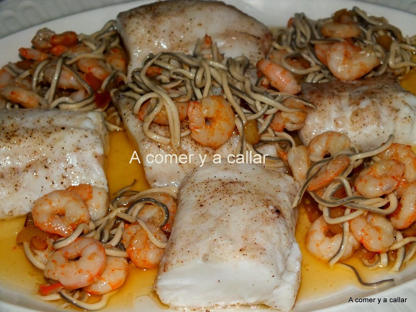A comer y a callar merluza al horno con gulas y gambas - Merluza rellena de marisco al horno ...