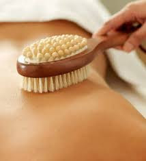 How dry brushing the skin improves it