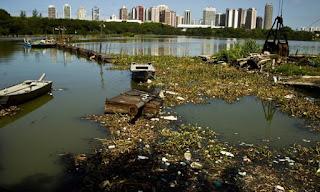 lixo na Lagoa da Tijuca