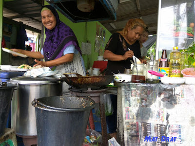 Halal Food Bangkok Damnoen Floating Market
