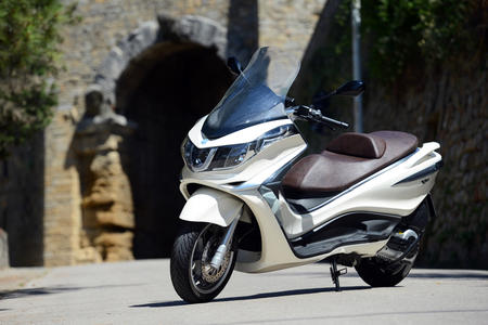 download lpo 2012 piaggio x10 500 review specs price and pictures. Black Bedroom Furniture Sets. Home Design Ideas
