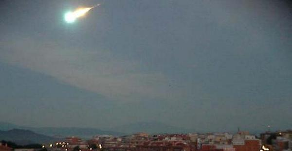 A weather webcam in the town of Blanes caught sight of the fireball. Credit: meteoblanes.molner.com