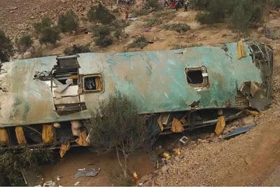 Un bus cayó al abismo en el sur de Perú: hay al menos 35 muertos