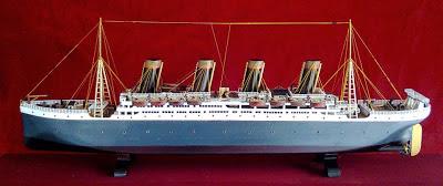 miniatur kapal pesiar titanic