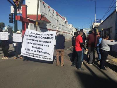 Transporte urbano exige les regresen concesiones para operar; provocan caos vial en Centro de Hermosillo