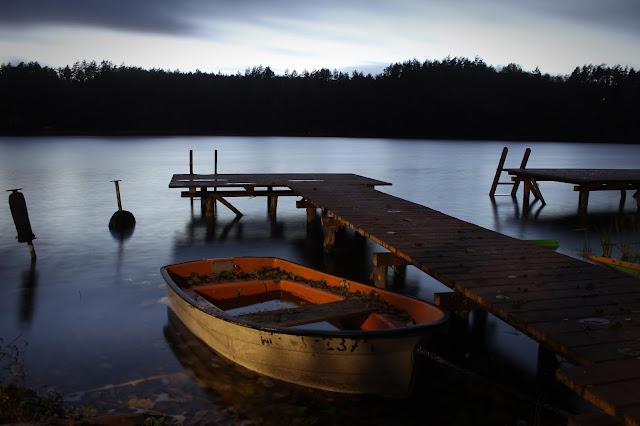 Jezioro Dłużek wieczorem- mazury