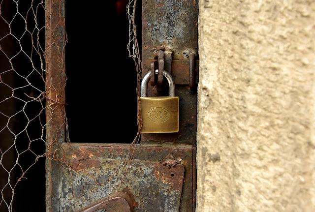 Alte Tür mit Schloss Budapest