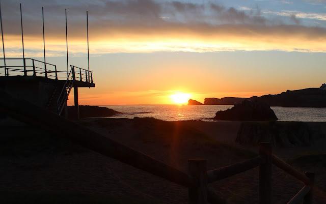 Amanecer en la playa de San Juan de la Canal. Costa Quebrada. Cantabria