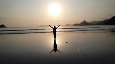 Pesona Sunset Pantai Selong Belanak
