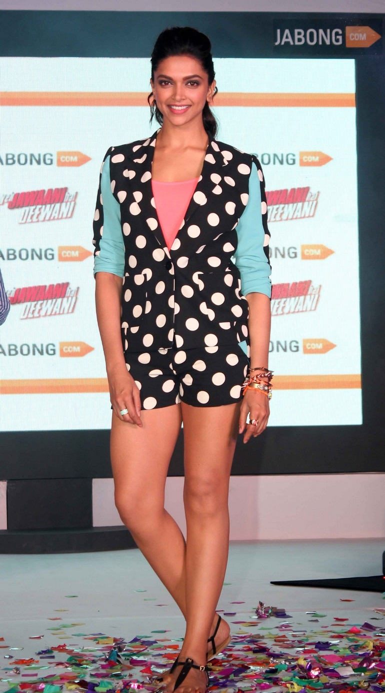 Deepika Padukone Hot Legs Show In Black Short At Jabong Showcase Event