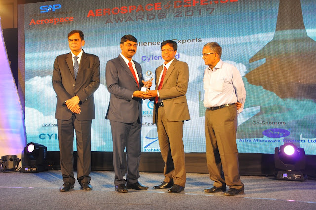 Mr Rajendra Patro VP-Aerospace  Defense-Cyient receiving Excellence in A...