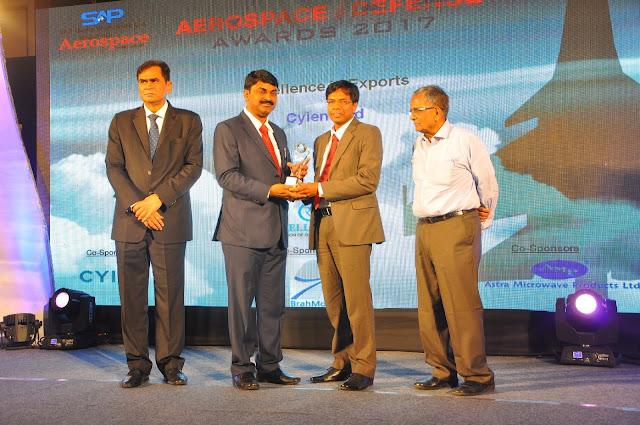 Mr Rajendra Patro VP-Aerospace  Defense-Cyient receiving Excellence in A...