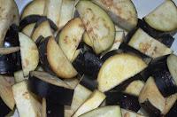 Соте из овощей: Баклажаны посыпать солью