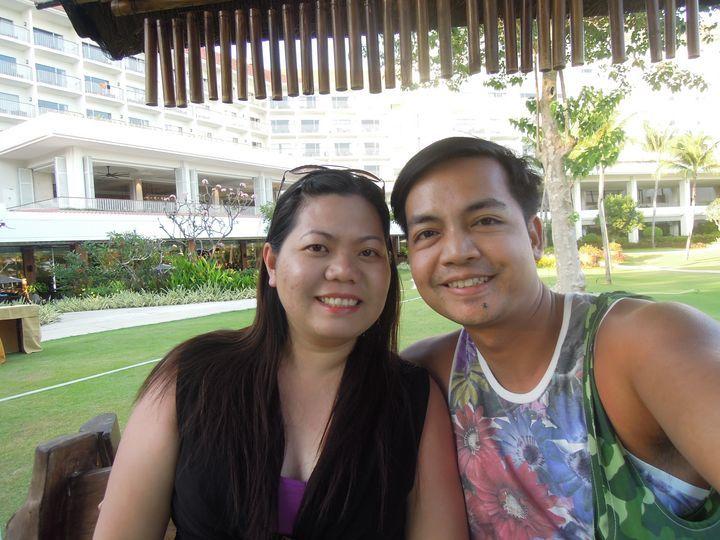 Travel blogger couple at Shangri-La's Mactan Resort and Spa