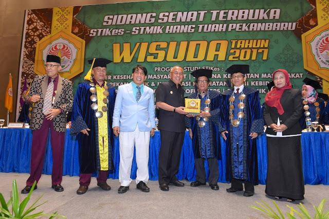 542 Lulusan STIKes - STMIK Hang Tuah Pekanbaru Diwisuda