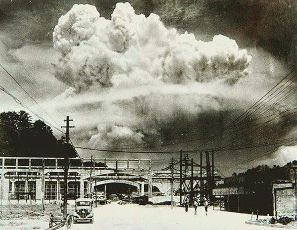 RARE PIC OF NAGASAKI BOMBING