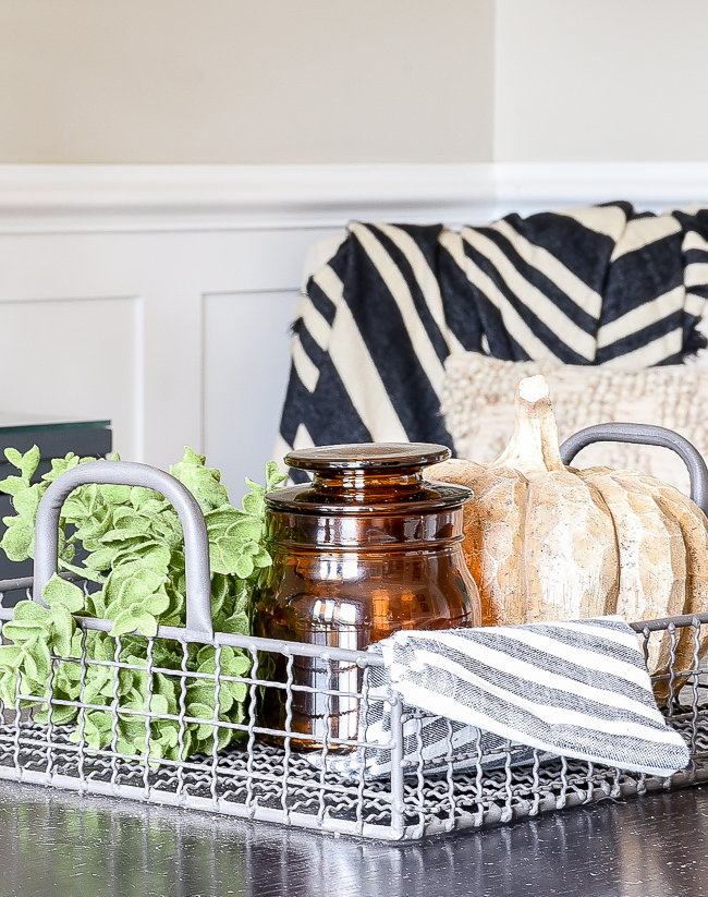 Simple fall dining room centerpiece