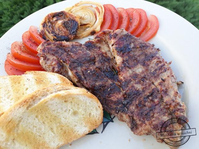 Karkówka grillowana w marynacie z majonezu marynata majonezowa do karkówki grill przepis na grilla  marynaty do karkówki marynata z majonezem i cebulą z musztardą  z ketchupem mechanik w kuchni przyprawa klasyczna  sezon grillowy Pork neck grilled in mayonnaise marinade marinade mayonnaise for pork neck Grill barbecue recipe marinade for pork marinade with mayonnaise and onions with mustard with ketchup mechanic in the kitchen classic spice barbecue season Schweinenacken in Mayonnaise-Marinade gegrillt Marinade Mayonnaise für Schweinenacken Grill Barbecue-Rezept Marinade für Schweinefleisch Marinade mit Mayonnaise und Zwiebeln mit Senf mit Ketchup Mechaniker in der Küche klassisches Gewürz Grillsaison