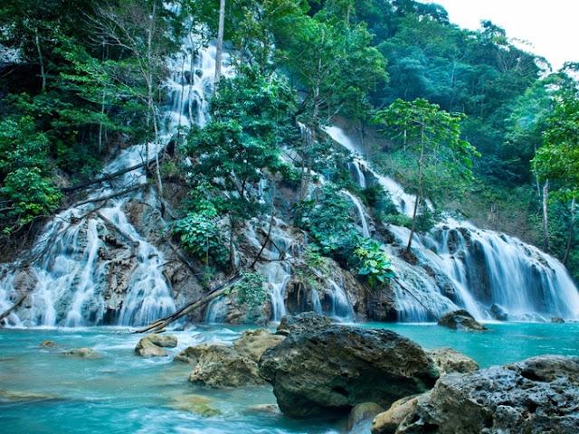 Khám phá thác nước quanh resort sinh thái top đầu thế giới