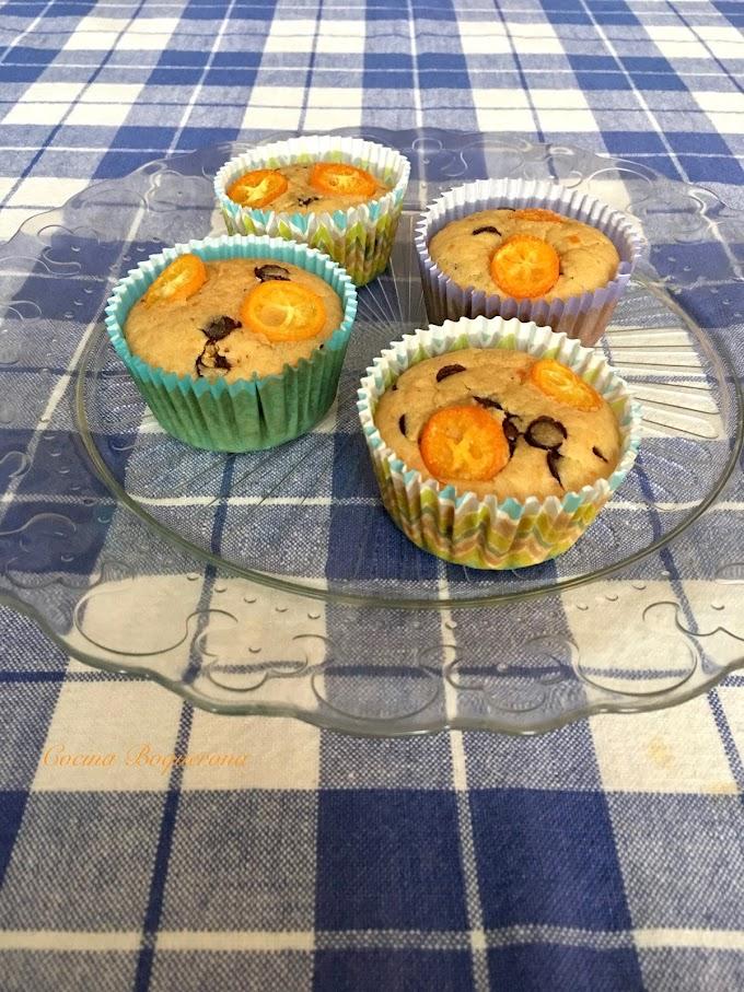 Magdalenas de arroz y kumquat con pepitas de chocolate
