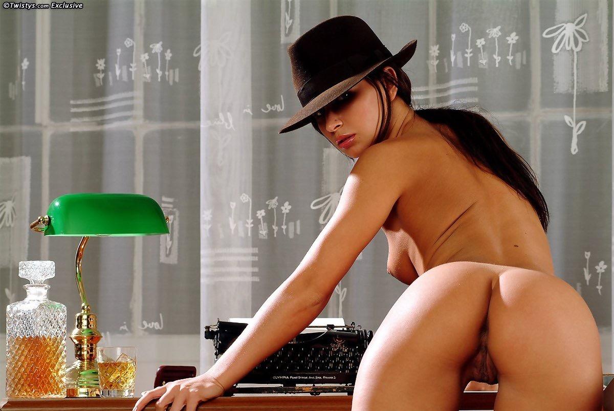 zuzana-light-gif-nude