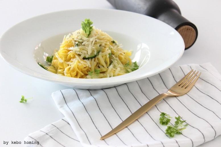 all you need is... pasta, hausgemachte Fettuccine all'uovo al limone e zucchini, Eiernudeln in einer Olivenöl-Zitronen-Zucchini Soße, Rezept auf dem Südtiroler Food- und Lifestyleblog kebo homing, foodstyling & photography