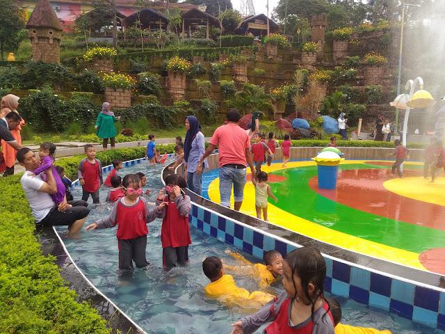 "Bhakti Alam Pasuruan Taman Air ""Asyik"""