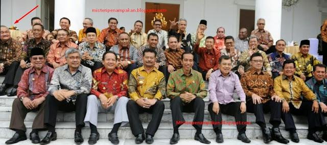 Tatapan Aneh Gubernur Palembang Kepada Jokowi
