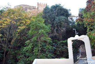 parque de los Borrunes y puente peatonal que cruza el barranco, en Buñol