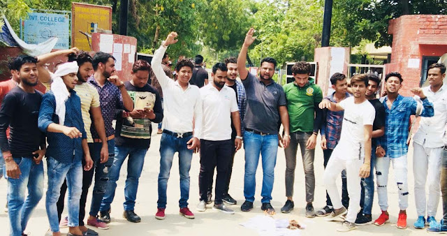 NSUI Faridabad protests by burning copies of the Tuqqani decree