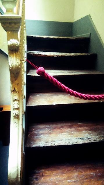 Escada para as catacumbas da Igreja do Carmo