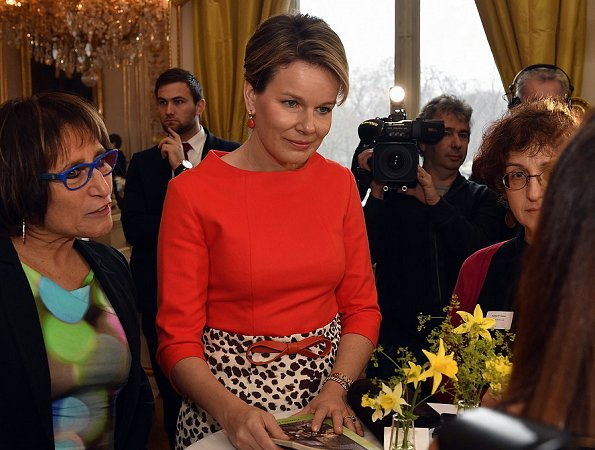 Queen Mathilde met with the winners of  Nobel's Women of Peace Prize at the Royal Palace in Brussels. The meeting takes place in the framework of the Women's Day. The Queen wore Natan Skirt and top