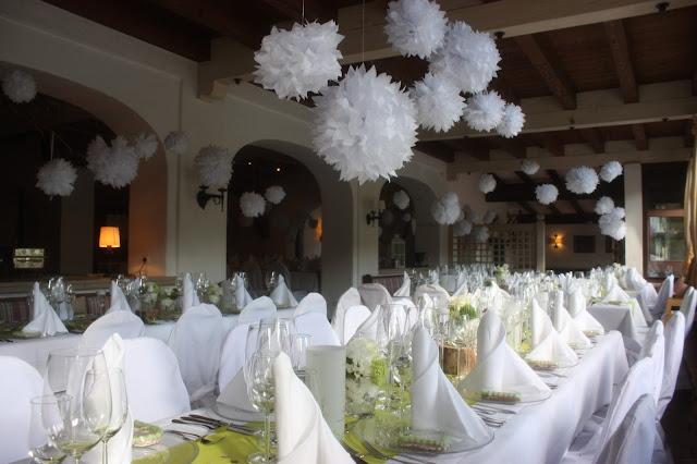 Frühlingshochzeit im Mai in Grün und Weiß - heiraten im Riessersee Hotel Garmisch-Partenkirchen, Bayern - spring wedding, green and white