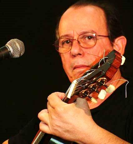 Foto de Silvio Rodríguez con cabello negro